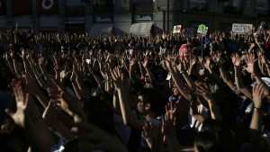 grito-cerrado-manifestacion-Olmo-Calvo_EDIIMA20130512_0309_13